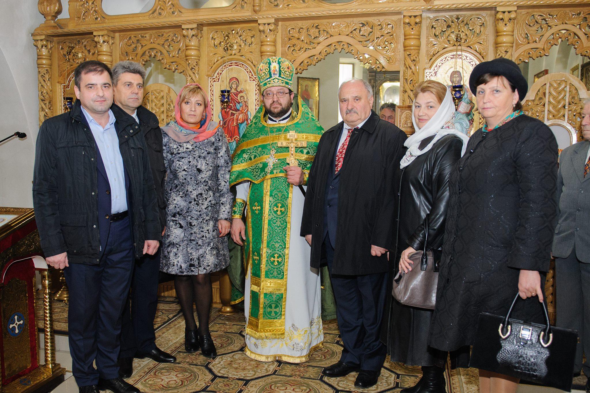 Angajații CNAMUP au făcut donații pentru biserica Sfânta Parascheva din Chișinău