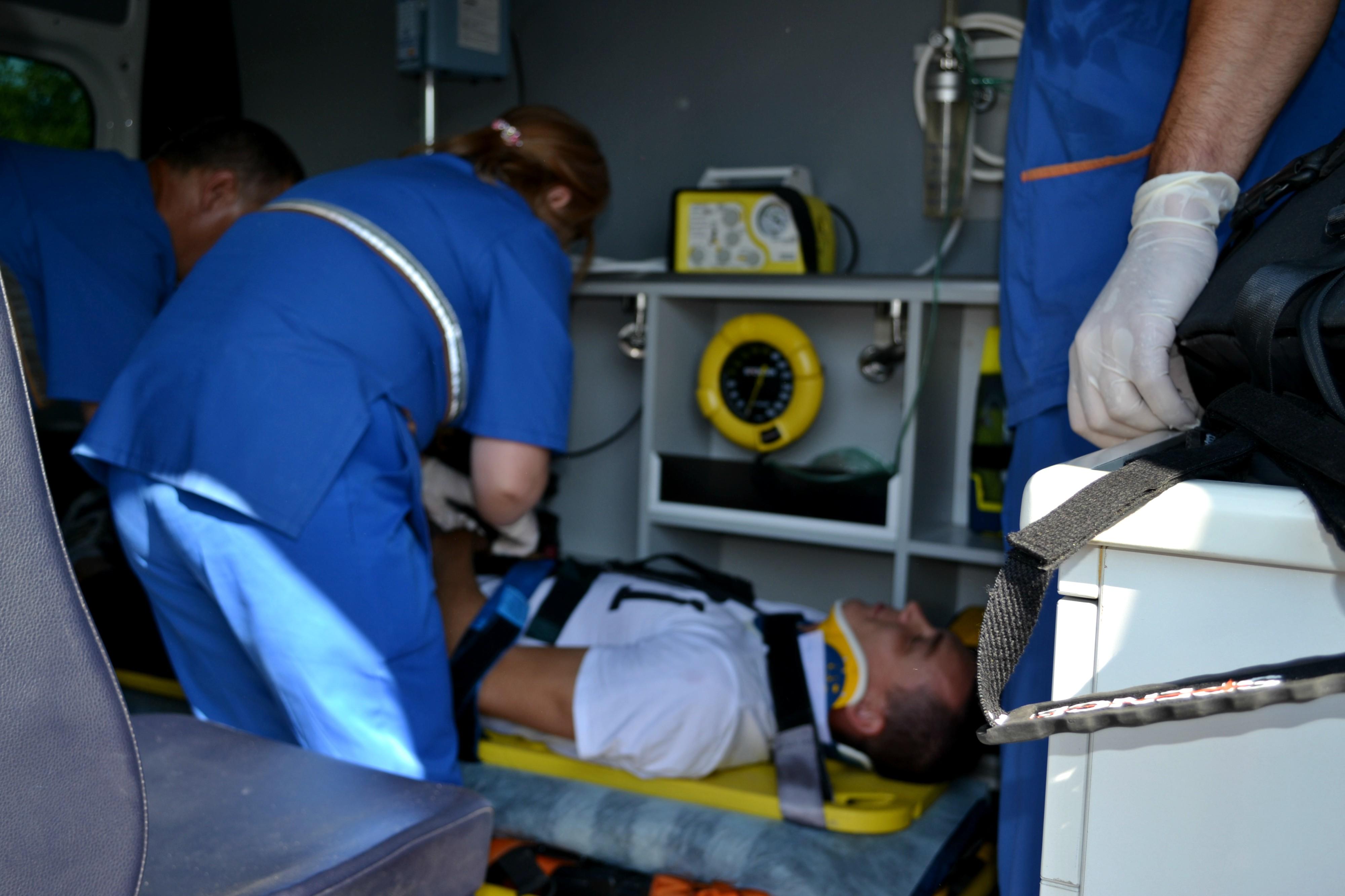 Șase echipe de asistență medicală urgentă au intervenit în cazul accidentului rutier produs pe șoseaua Leușeni-Chișinău