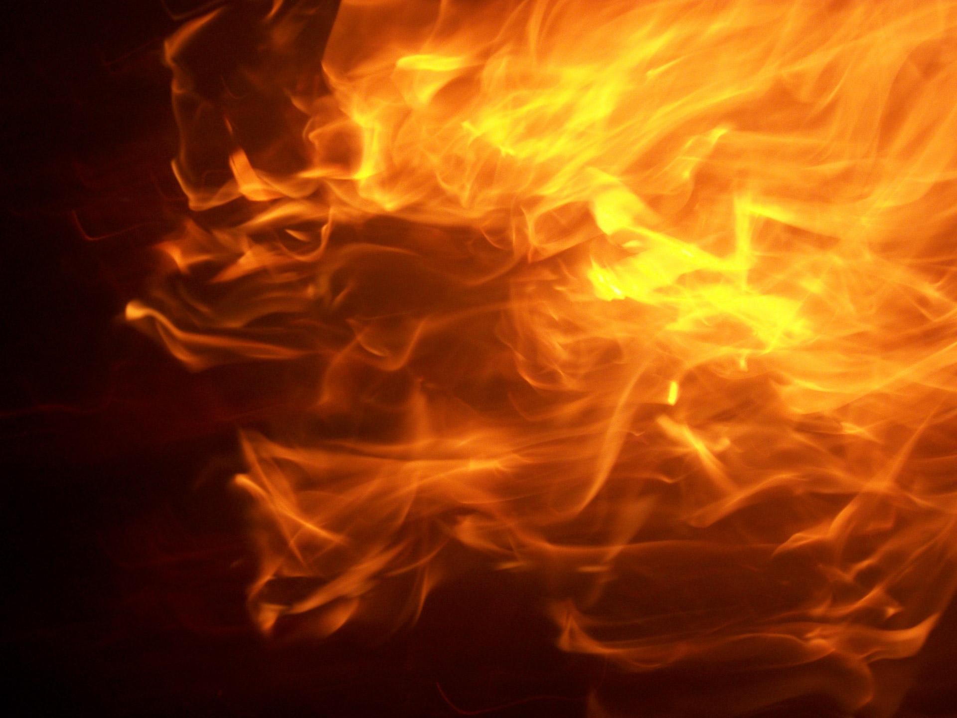 O femeie din orașul Rîșcani a suferit arsuri grave în urma unui incendiu