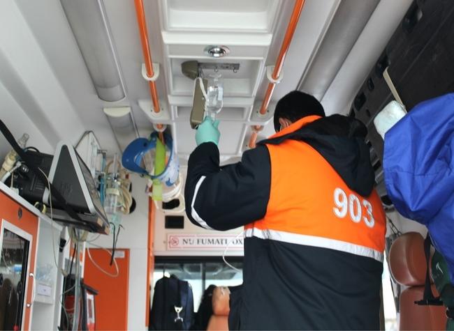 Echipele 903 au acordat asistență medicală urgentă la trei persoane implicate într-un accident rutier