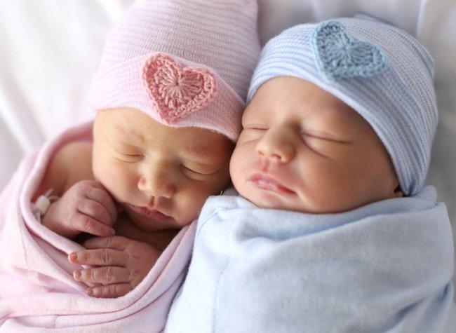 Medicii de urgență au asistat o naștere de gemeni