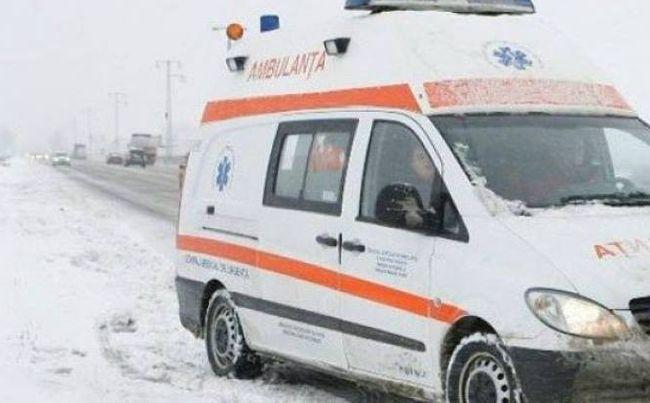 Trei echipe de asistență medicală urgentă au intervenit într-un accident rutier produs în apropiere de localitatea Costești