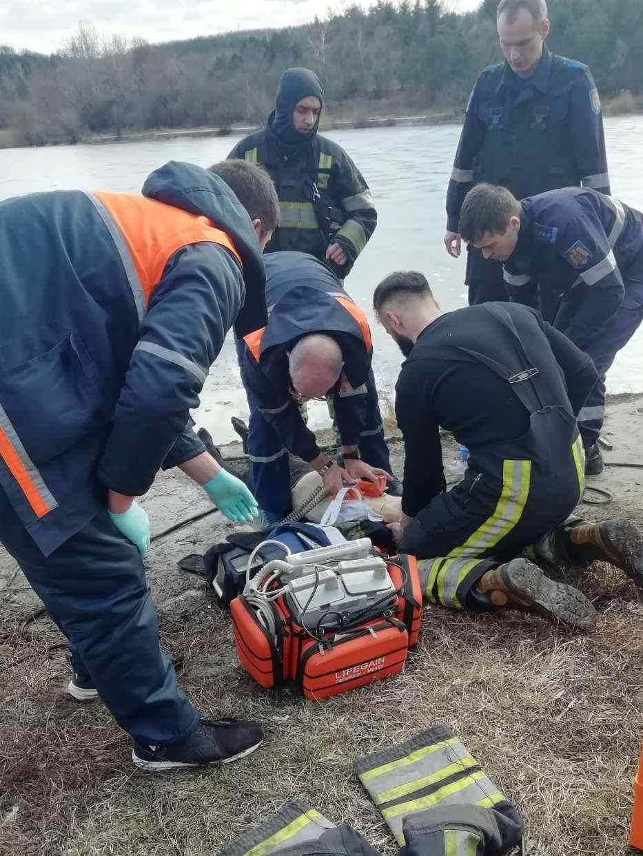 Intervenție de succes! Minor resuscitat, după ce a căzut sub gheața lacului