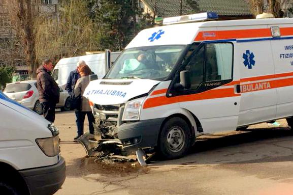 Intervenție de urgență a 4 echipe AMU la un grav accident rutier