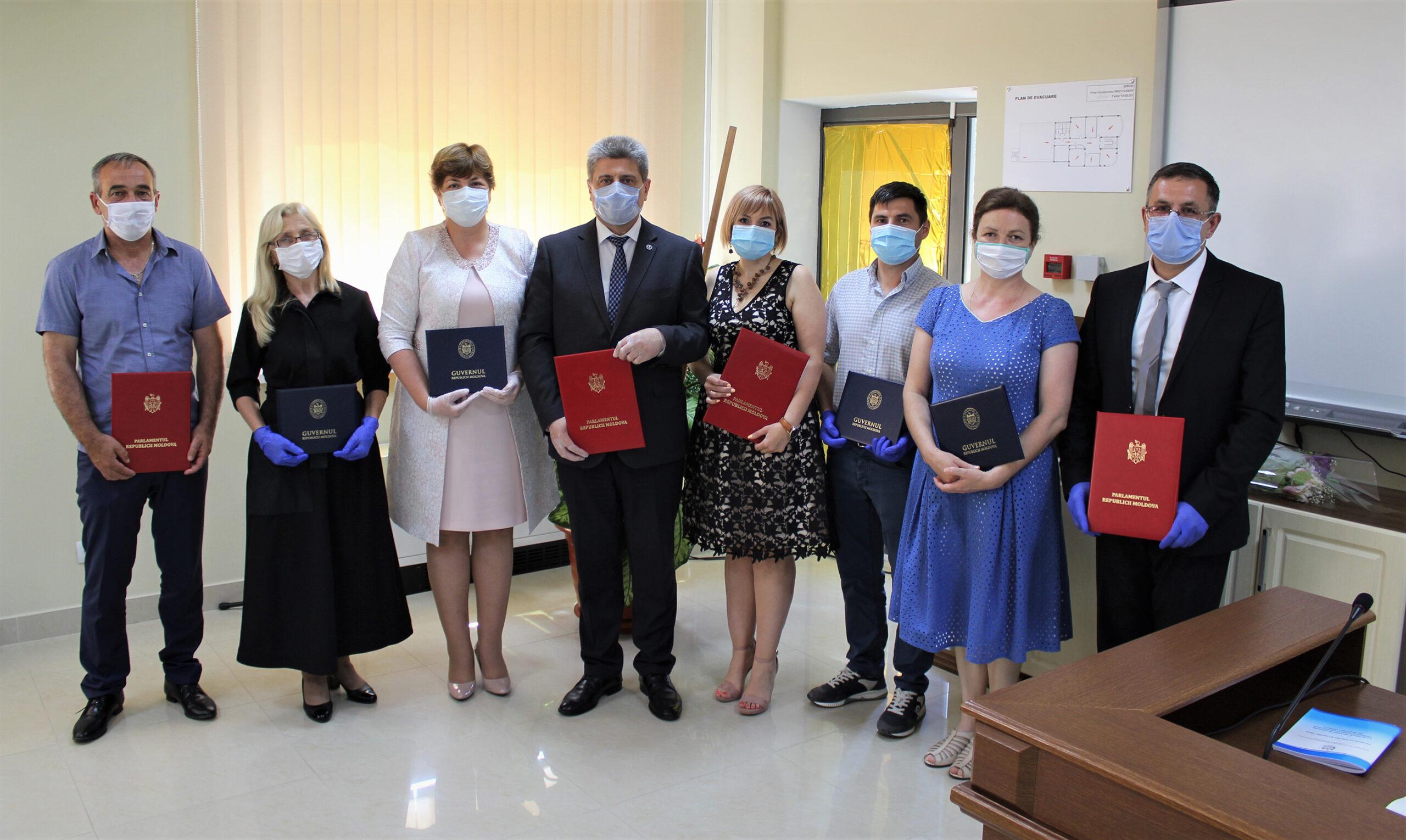 Colaboratorii IMSP CNAMUP distinși cu Diplomele Parlamentului și Guvernului